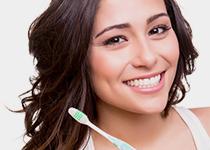 Comment avoir les dents blanches : les solutions et les produits à adopter !