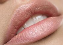 Lèvres gercées, sèches : les soins adaptés pour les soigner.